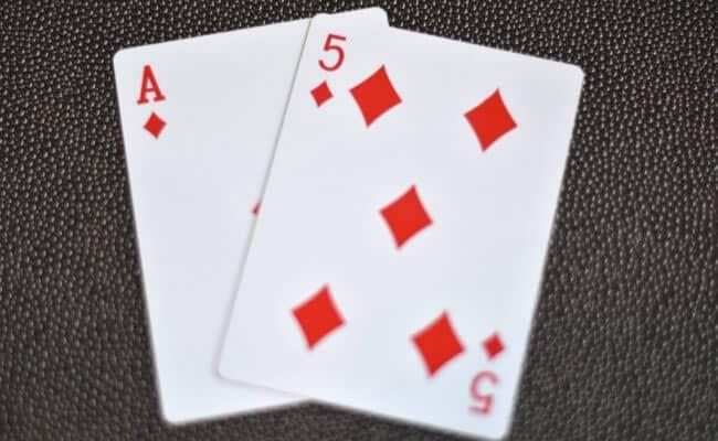 poker, bài poker, bài poker đồng chất, poker đồng màu, bài poker không đồng chất, suited, poker offsuit, poker offuist là gì, poker suited là gì, chơi poker với bài đồng chất, chơi poker với bài poker nào, startinghand, starting hand, poker starting hand, poker starting hand là gì